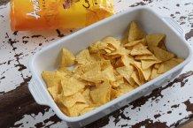 Doe de nachos in een ovenschaal
