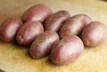 Was 8 aardappels en leg ze klaar