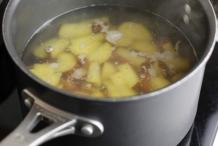 Kook de aardappels 5 minuten