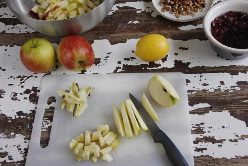 afbeelding 05_appeltaart-recept_snijd-de-appel-in-kleine-stukjes-jpg