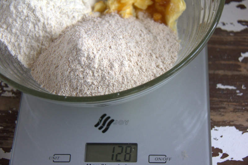 afbeelding 20_appeltaart-recept_voeg-125-gram-volkorenbloem-toe-jpg