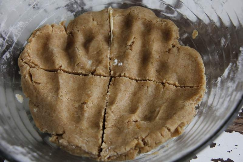 afbeelding 27_appeltaart-recept_snijd-het-deeg-in-vieren-jpg