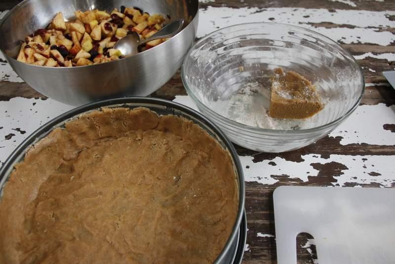 afbeelding 31_appeltaart-recept_gebruik-de-plakjes-deeg-voor-de-randen-jpg