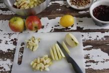 Snijd de appels in kleine stukjes