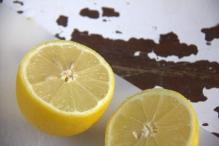 Halveer de citroen en ...