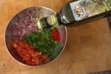 Voeg een scheut olijfolie toe