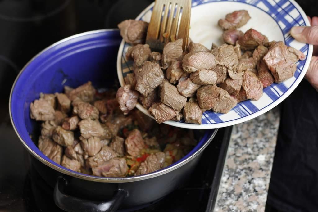 image 24-chili-con-carne-voeg-het-vlees-toe-jpg
