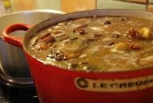 Laat de saus met kip nog een half uur sudderen