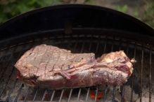 Keer het vlees regelmatig