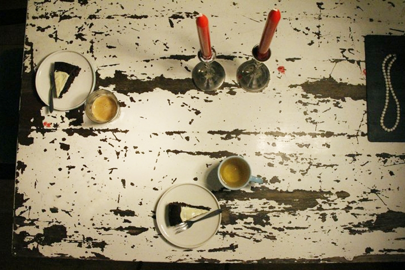 afbeelding 22_serveer-een-lekker-kopje-thee-of-koffie-bij-de-chocoladetaart-jpg