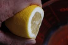 Voeg sap van een citroen toe