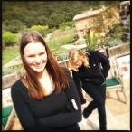 Wendy en Renata op het terras van Le Bergerie