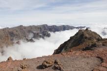 image 20111024-la-palma-roque-de-los-muchachos-4-krater-gevuld-met-wolken-jpg