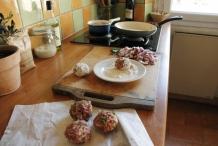 Draai stevige en mooie ronde gehaktballen