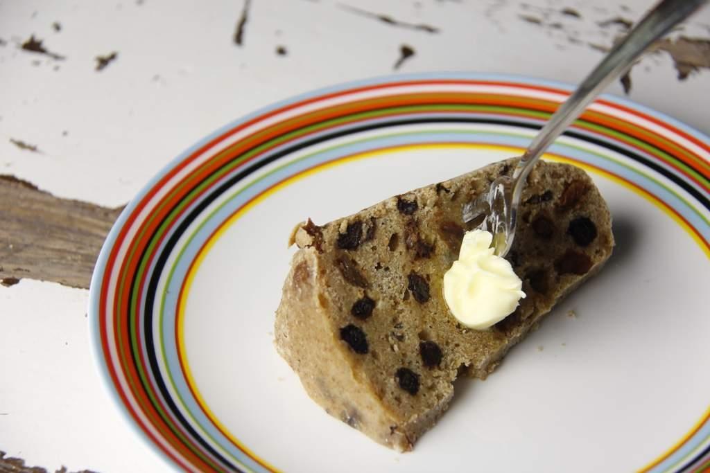 image 39_friese-boffert-trommelkoek_serveer-de-boffert-warm-met-een-klontje-echte-boter-6-jpg