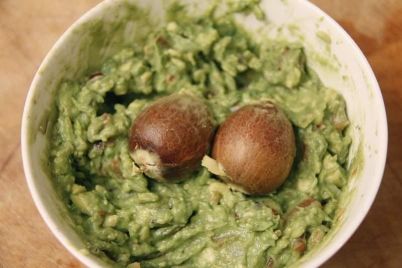 afbeelding 30_guacamole_bewaar-de-mole-met-de-pitten-in-de-kom-jpg
