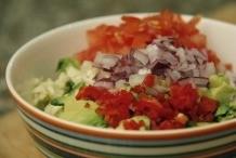 image 21_guacamole_voeg-alle-kleingesneden-ingredienten-toe-jpg
