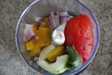 image 13_gazpacho_doe-een-mix-van-de-ingredienten-in-de-keukenmachine-jpg