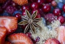 afbeelding 07_gemarineerd-rood-fruit_en-voeg-een-steranijs-toe-jpg