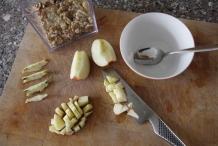 Snijd een appel in kleine blokjes