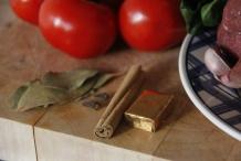 Laurier, kaneel, kruidnagel en bouillion