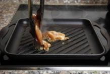 Verhit de pan en doe de kip erin