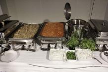 Het hele buffet staat klaar! Kip Tikka Masala met verse koriander en de Raita