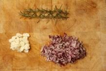 afbeelding lasagne-02-snij-de-knoflook-ui-jpg