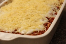 De lasagne klaar voor de oven
