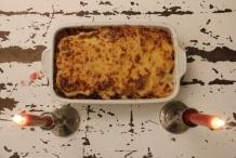 De lasagne klaar om aangesneden te worden