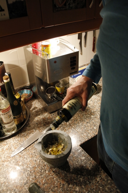 image 6_voeg-wat-olijfolie-toe-aan-het-mengsel-jpg