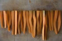 afbeelding 08_limoen-wortels-uit-de-oven_de-gehalveerde-wortels-jpg