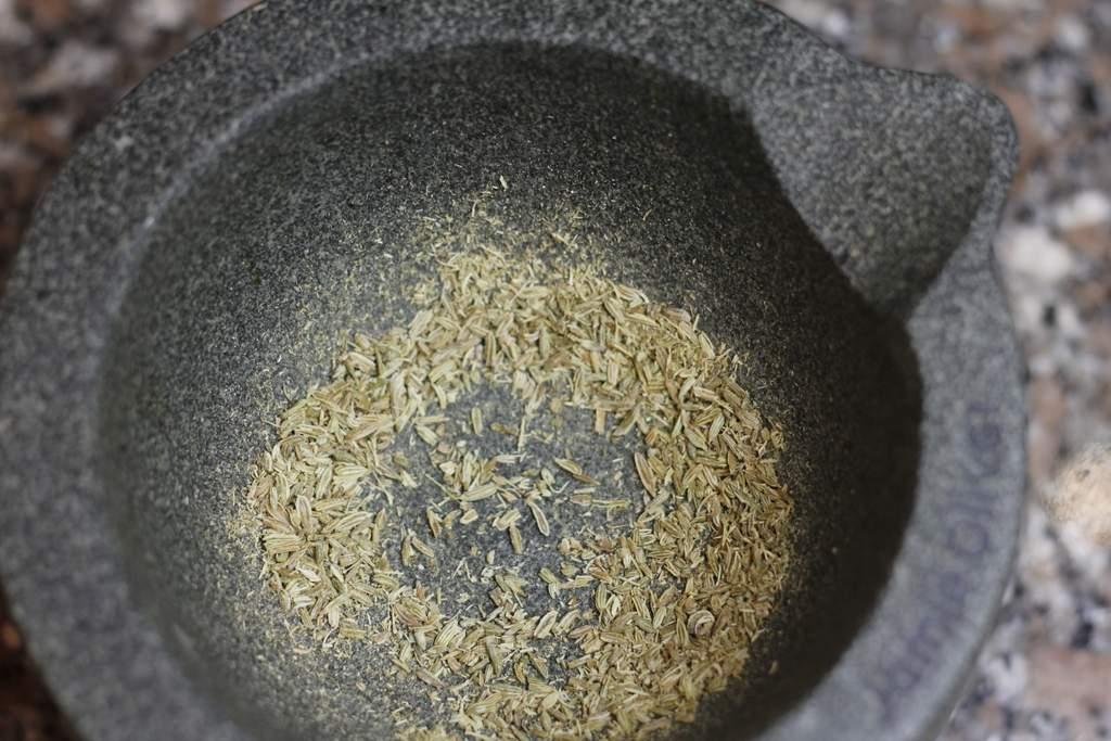 afbeelding 05-zwartebonen-saus-vijzel-het-venkel-zaad-jpg