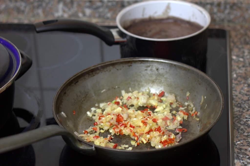 afbeelding 17-zwartebonen-saus-fruit-knoflook-en-rode-peper-jpg