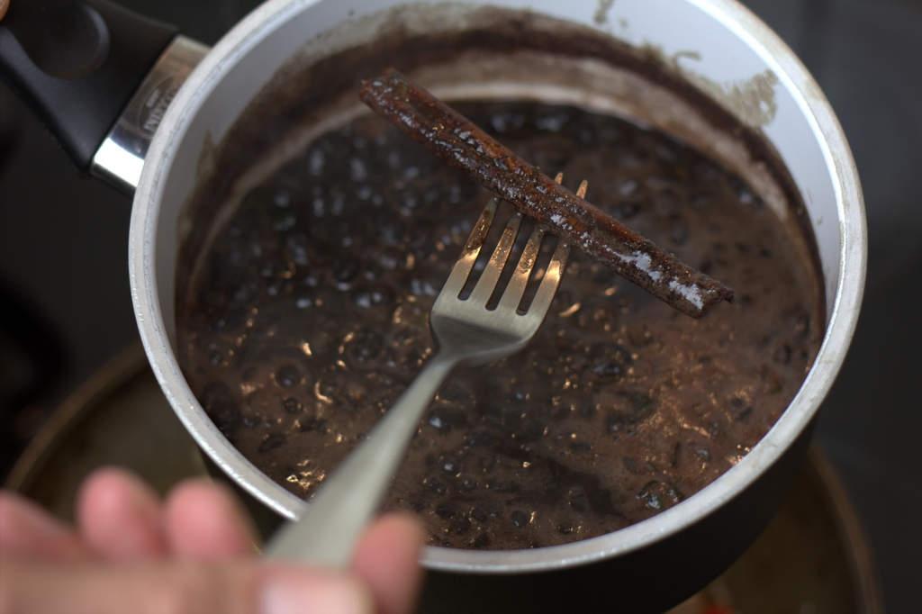 afbeelding 20-zwartebonen-saus-verwijder-kaneelstokje-jpg