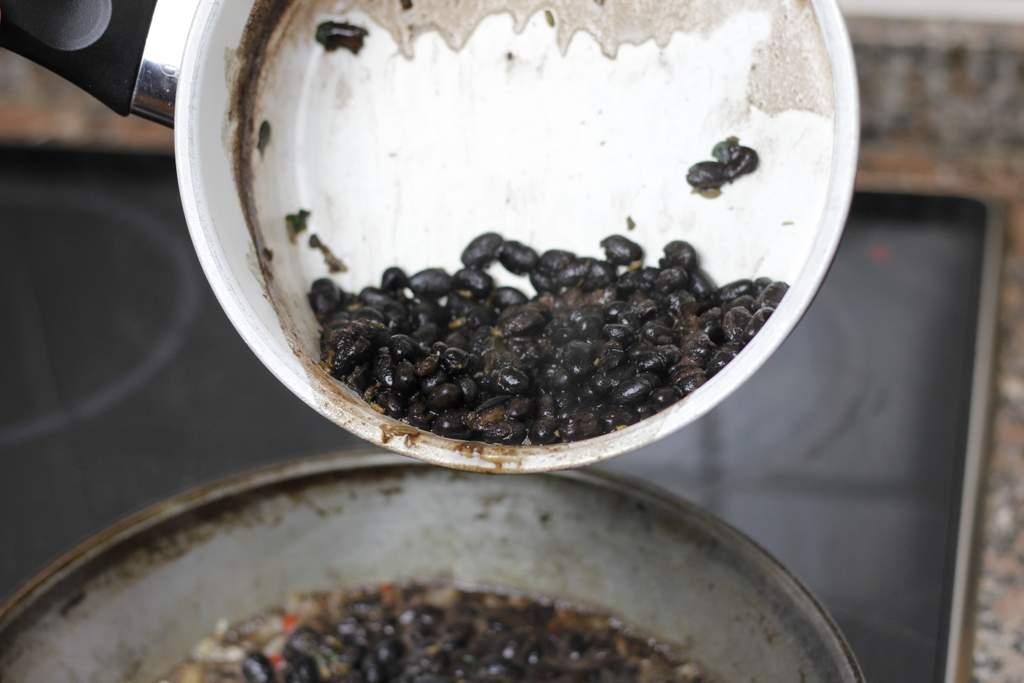 afbeelding 22-zwartebonen-saus-bewaar-de-rest-jpg