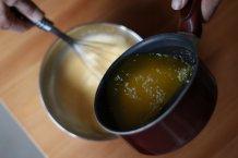 Roer het botermengsel door het beslag