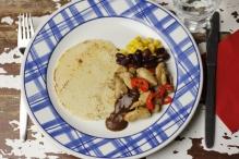 Tortilla met kip fajitas en mole poblano
