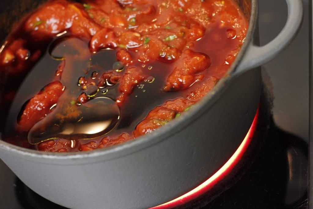 image 08-pasta-bolognese-roer-en-laat-pruttelen-jpg