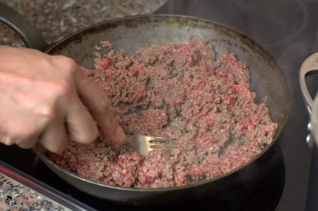 image 09-pasta-bolognese-bak-het-gehakt-rul-jpg