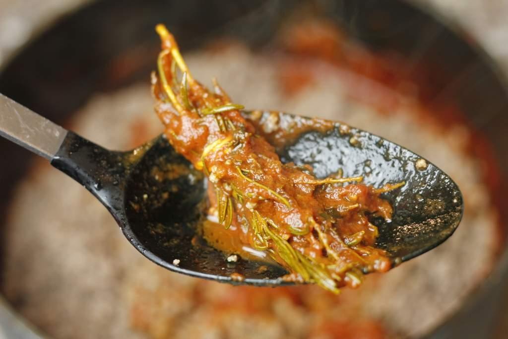 image 15-pasta-bolognese-haal-kruiden-eruit-jpg