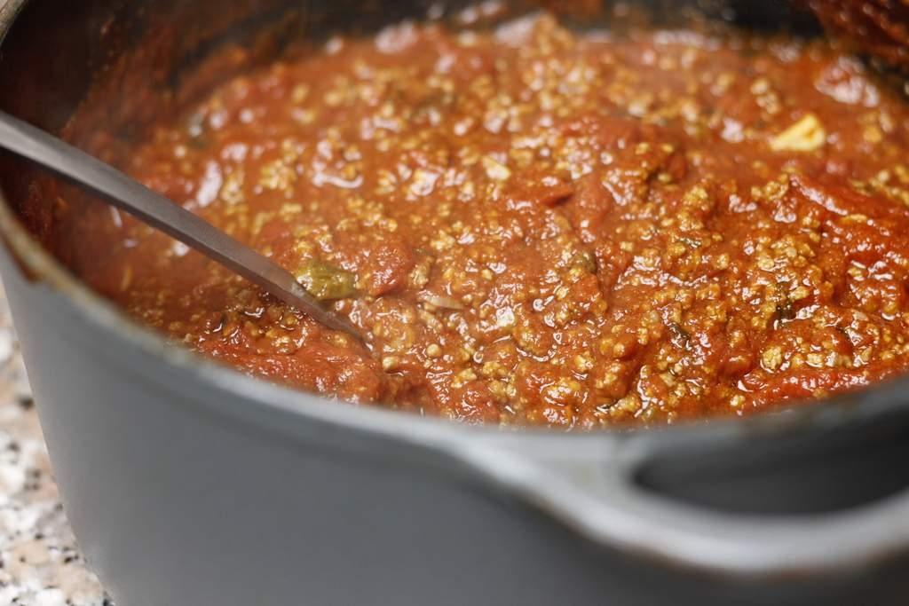image 16-pasta-bolognese-klaar-om-op-te-scheppen-jpg