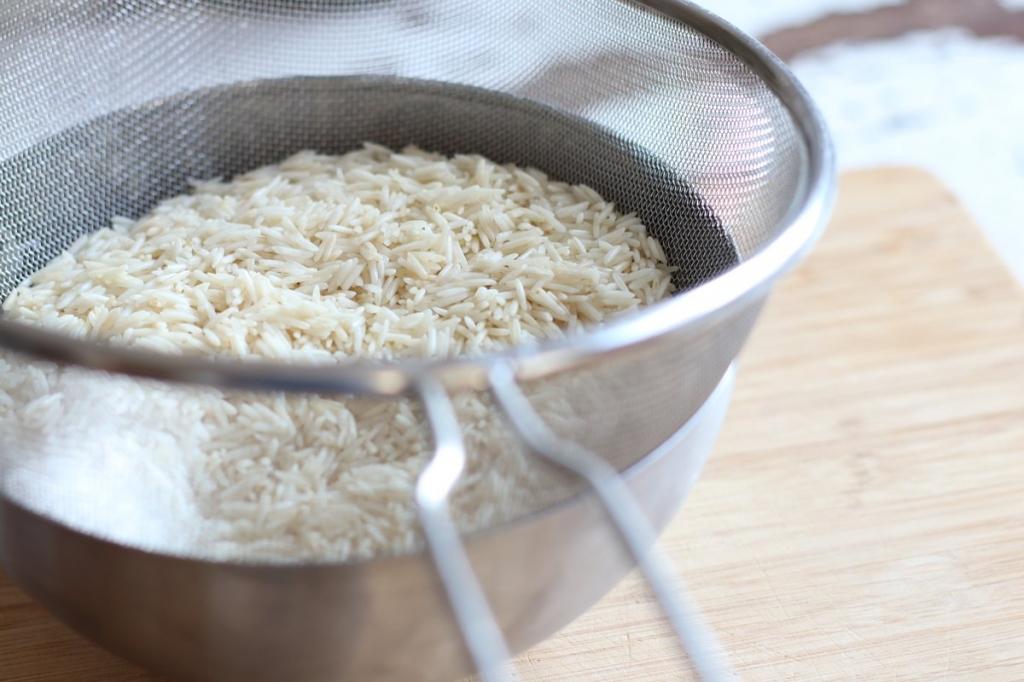 image 11-pilaf-giet-de-rijst-af-jpg
