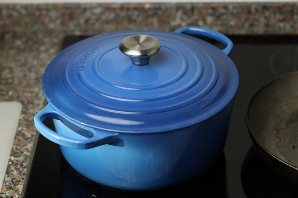 image 24-pilaf-als-het-kookt-deksel-erop-vuur-laag-jpg