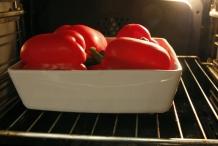 Zet de paprika's in de oven