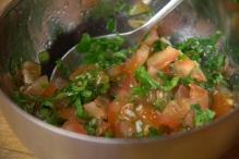 Roeren. De salsa is klaar