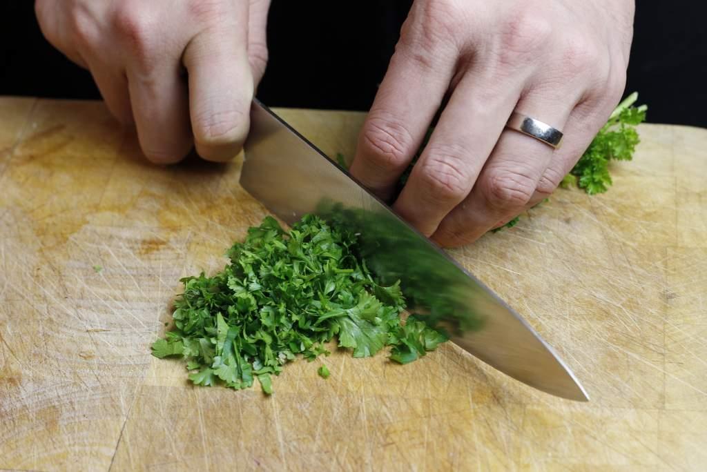 afbeelding 09-champignonnes-snijd-de-peterselie-jpg