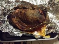 image 04-pulled-pork-uitpakken-afgieten-terug-op-de-bbq-jpg