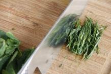 Snijd de stapel in fijne reepjes
