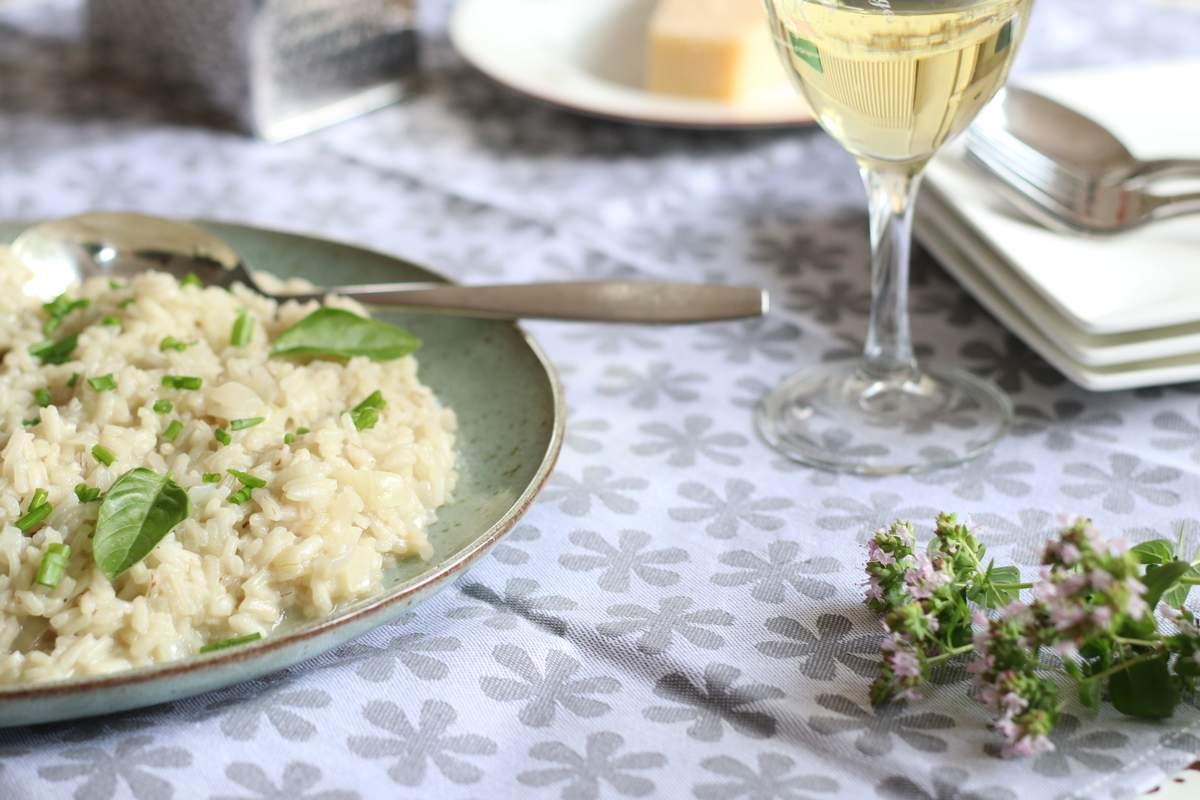 Romige risotto met lenteui en basilicum